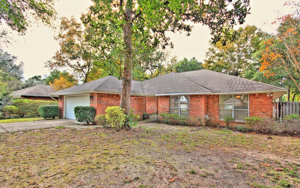 Photo of home for sale at 108 Arrowpoint, Valparaiso FL