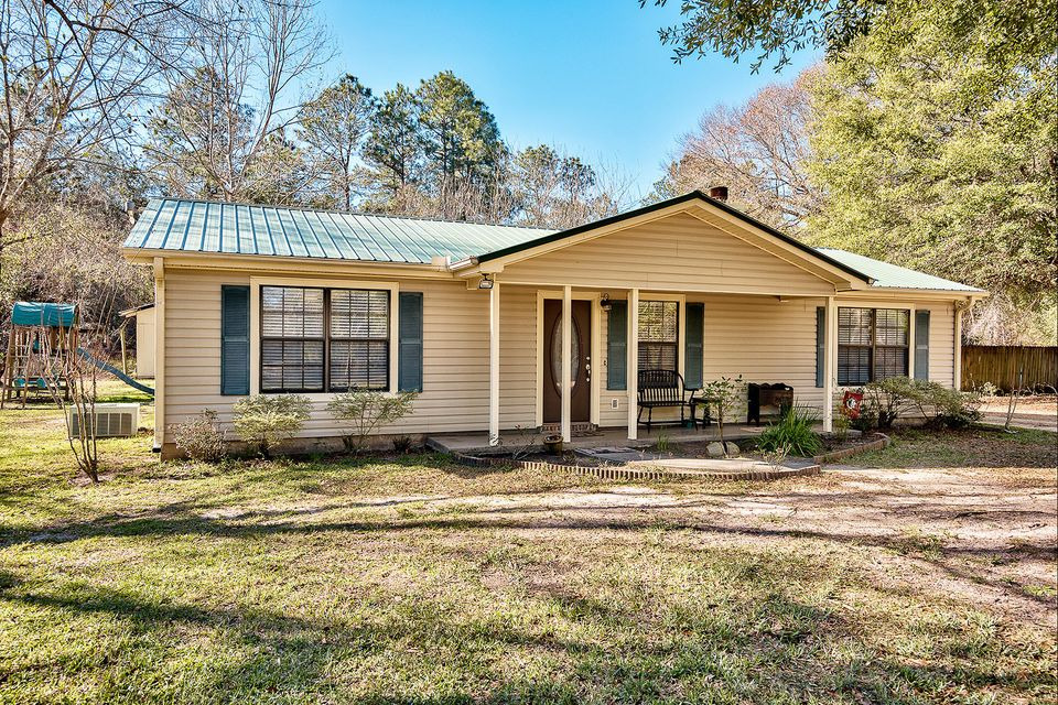 Photo of home for sale at 4630 Antioch, Crestview FL