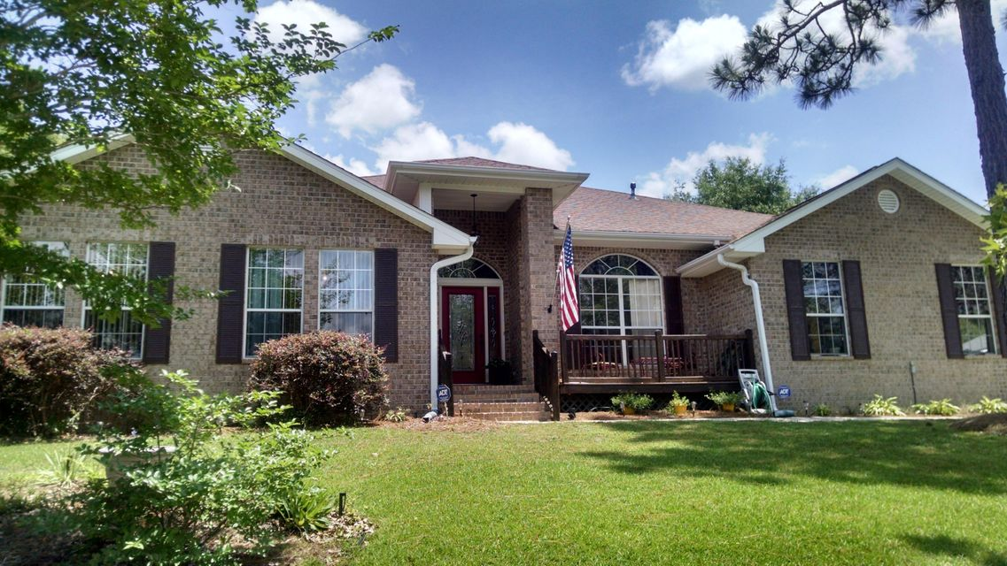 Photo of home for sale at 2735 Arabian, Crestview FL