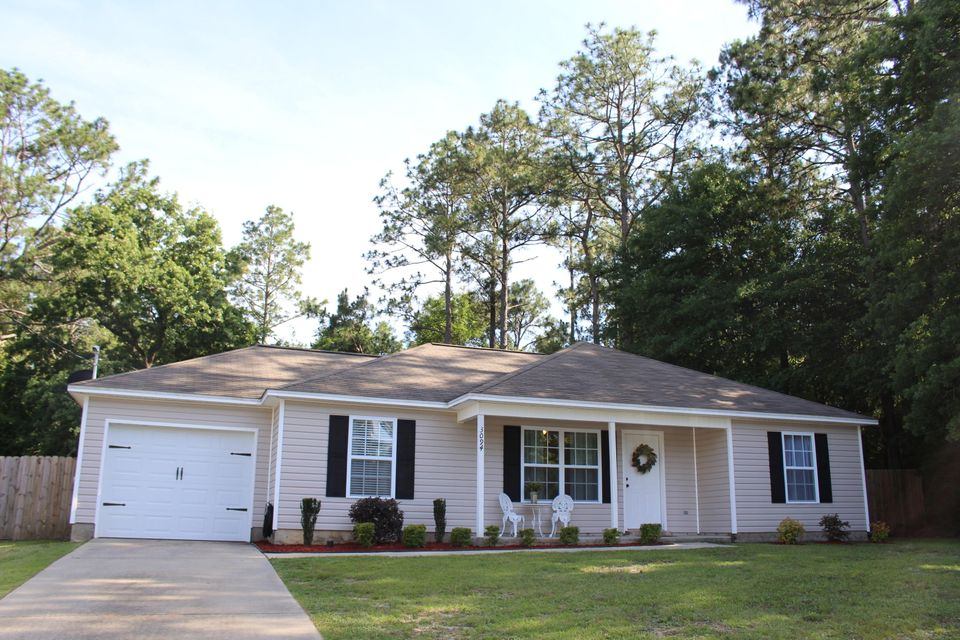 Photo of home for sale at 3094 Auburn, Crestview FL