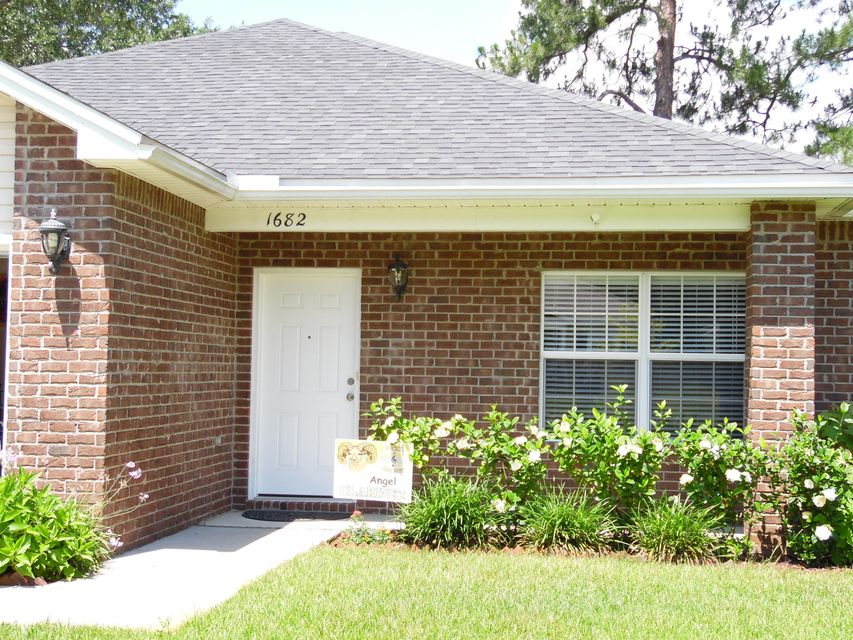 Photo of home for sale at 1682 Sycamore, Niceville FL
