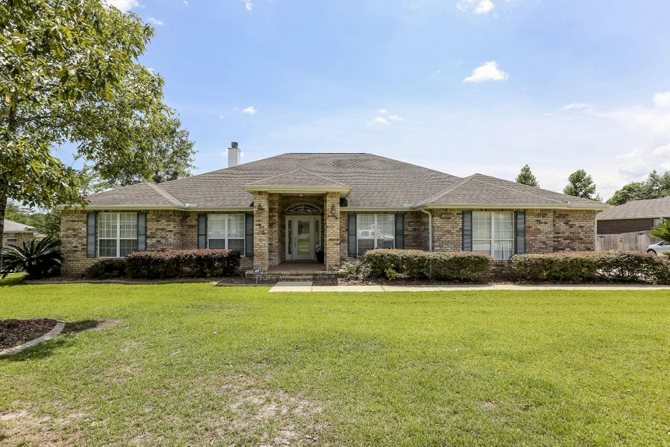 Photo of home for sale at 6116 Saddle Horse, Crestview FL