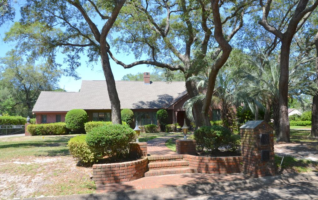 Photo of home for sale at 3 Bay Cove, Shalimar FL