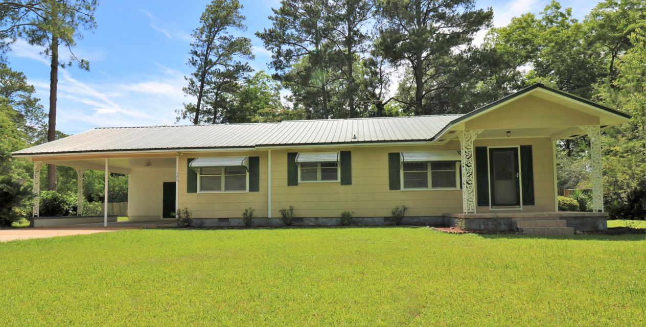 Photo of home for sale at 586 5th, Chipley FL