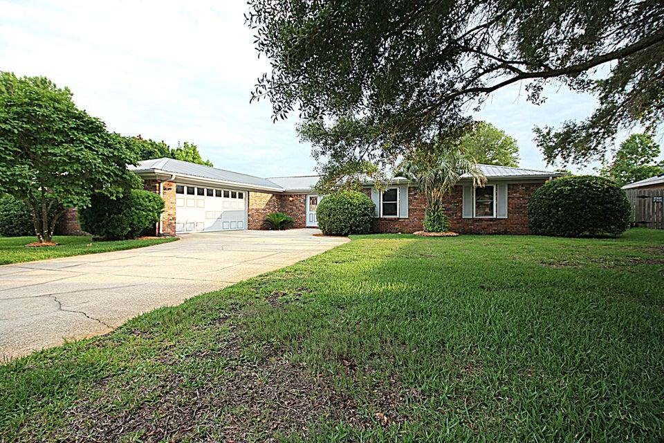 Photo of home for sale at 7 Doral, Shalimar FL