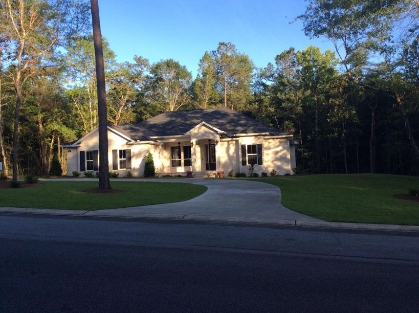 Photo of home for sale at 136 Old South, Crestview FL