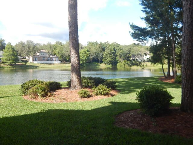 Photo of home for sale at 207 Southlake, Niceville FL