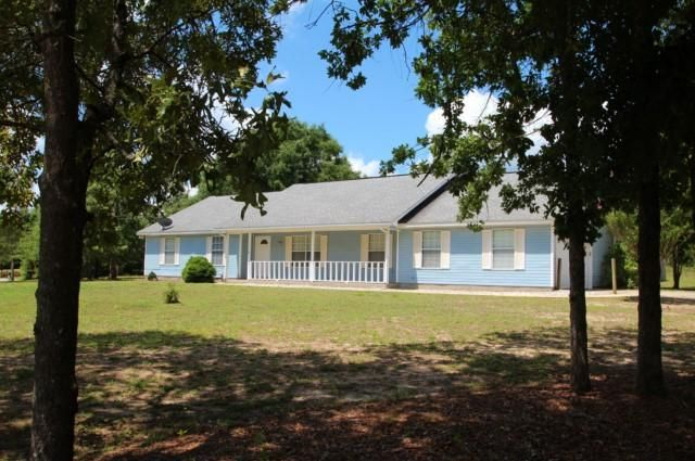 Photo of home for sale at 106 Oakcrest, Crestview FL