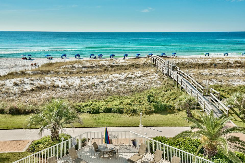 Photo of home for sale at 600 Gulf Shore, Destin FL