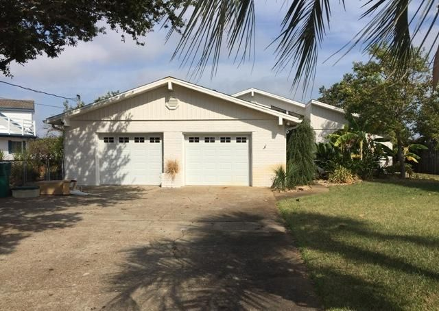 Photo of home for sale at 714 Sailfish Dr, Fort Walton Beach FL