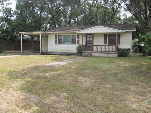 Photo of home for sale at 32 Moriarty, Fort Walton Beach FL
