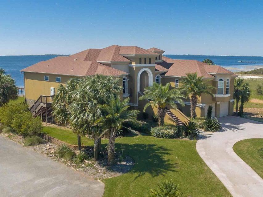 1612 Smugglers Cove Circle, Gulf Breeze, FL 32563