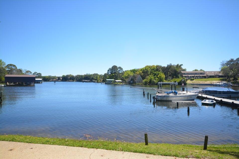 210 Pelham Road 9B, Fort Walton Beach, FL 32547