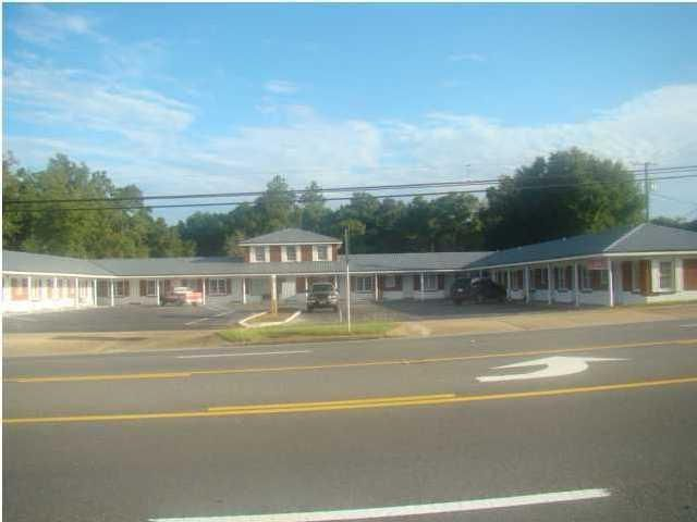 650 W James Lee Boulevard 16, Crestview, FL 32536