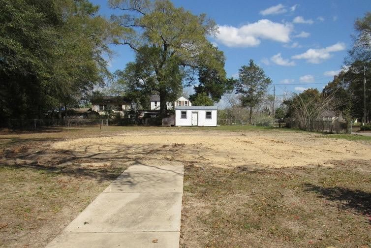 181 College Avenue, Defuniak Springs, FL 32435