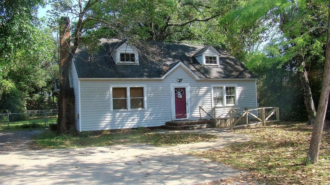 327 E Hickory Avenue, Crestview, FL 32536
