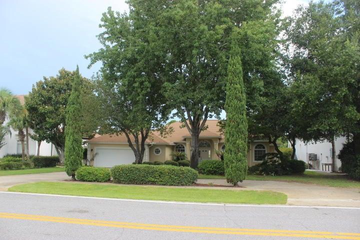 132 W Country Club Drive, Destin, FL 32541