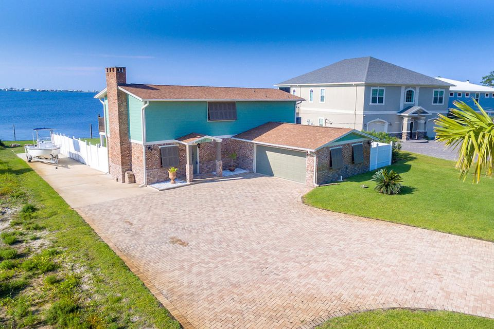 7517 N Shores Drive, Navarre, FL 32566