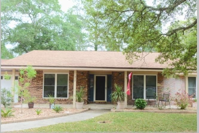 Photo of home for sale at 317 Sabal Palm, Niceville FL