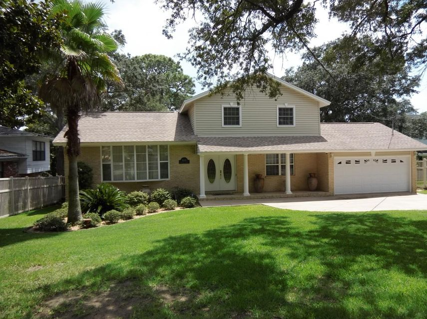 Photo of home for sale at 400 Valeria, Fort Walton Beach FL