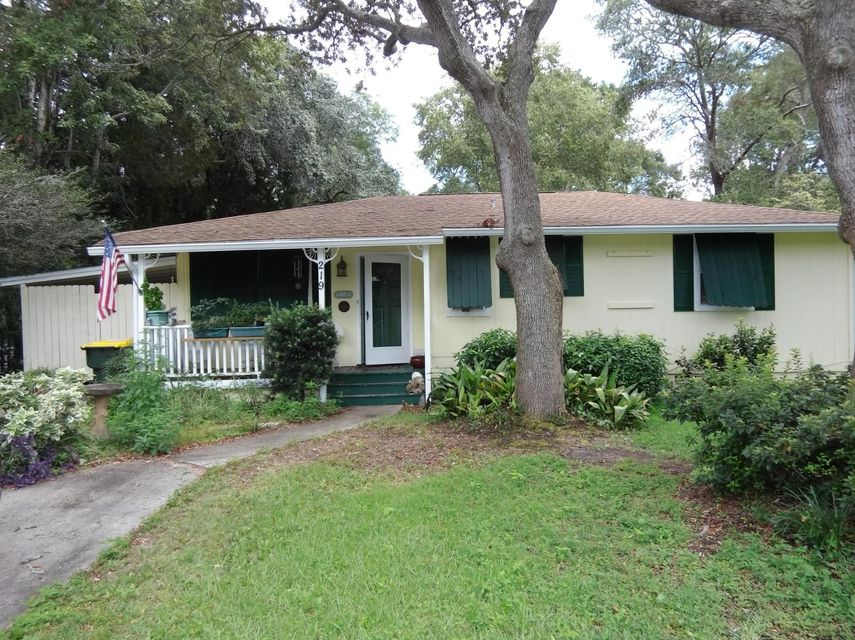 Photo of home for sale at 219 Greenbrier, Fort Walton Beach FL