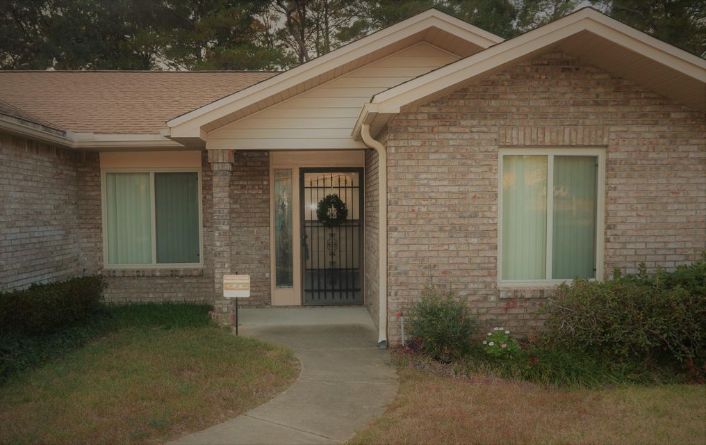 Photo of home for sale at 333 Evergreen, Niceville FL