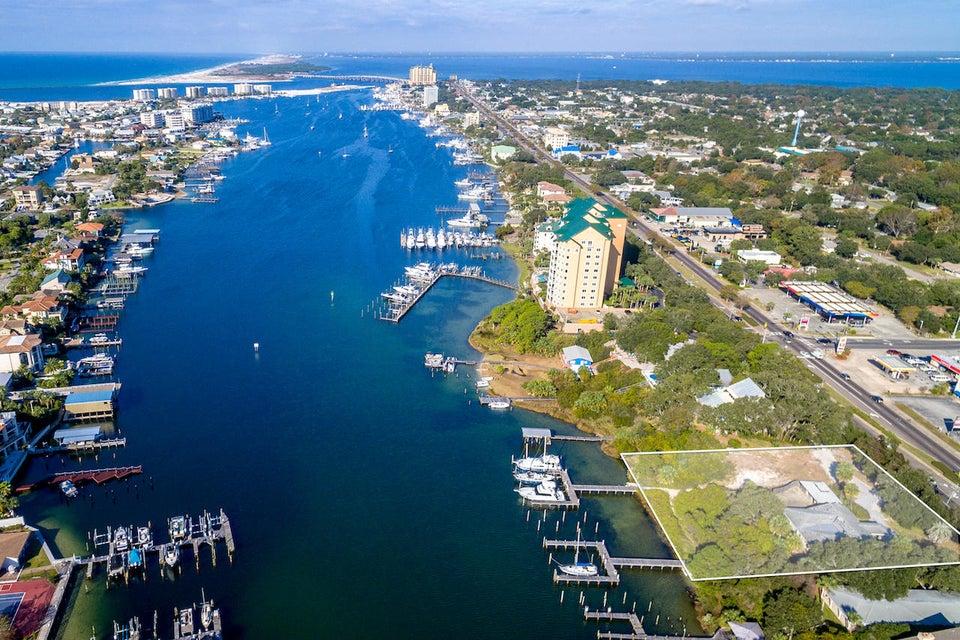 Photo of home for sale at 716 Harbor, Destin FL