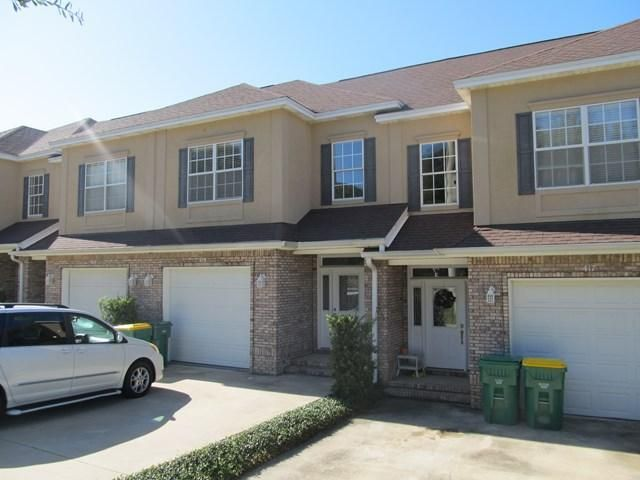 A 3 Bedroom 2 Bedroom Walton Oaks Townhome