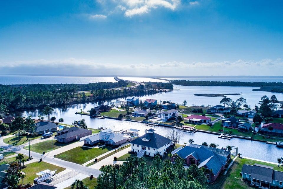 Photo of home for sale at 2724 Deluna, Milton FL