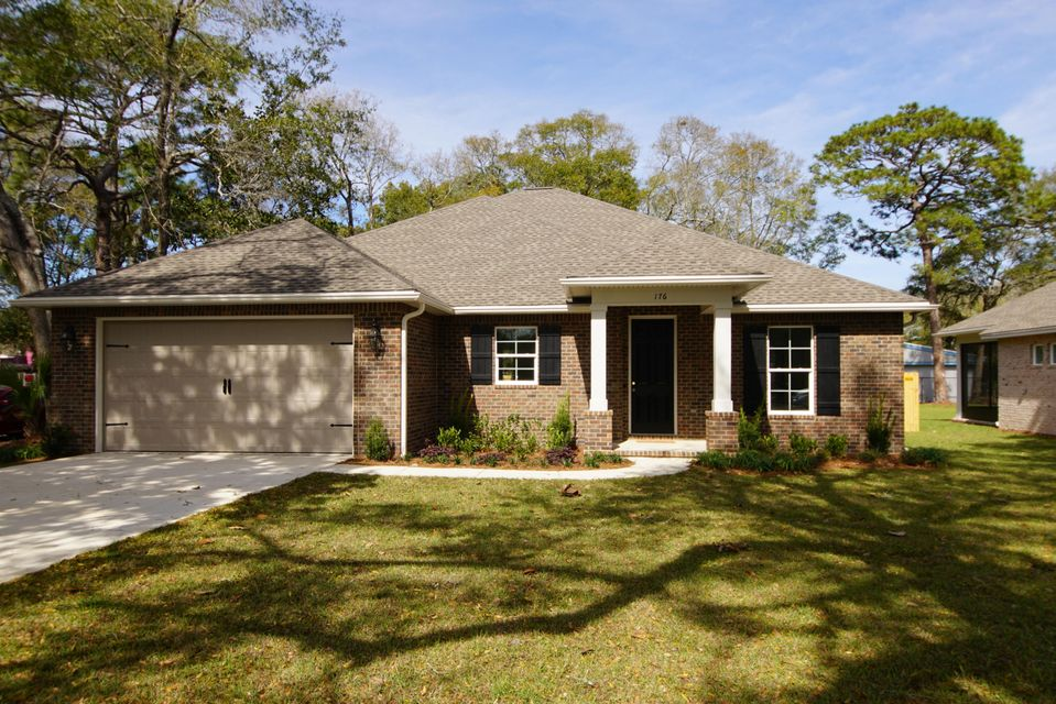 Photo of home for sale at 176 Chicago, Valparaiso FL