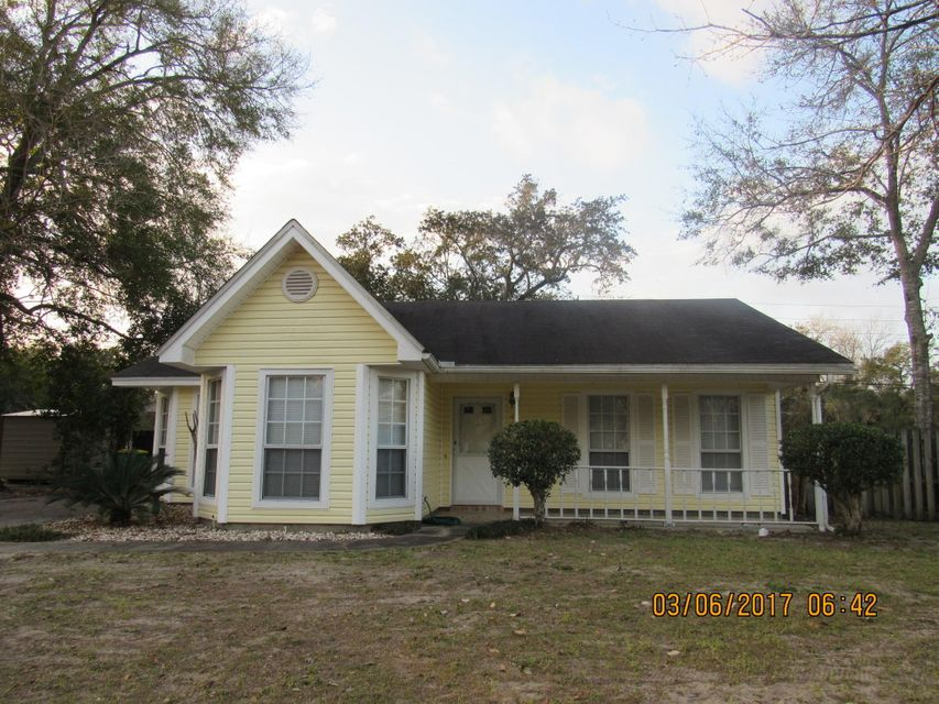 Photo of home for sale at 4 Winfield, Mary Esther FL