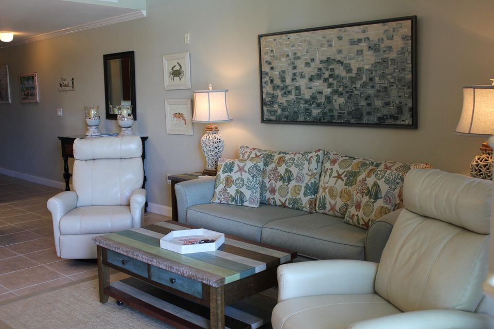 Photo of home for sale at 548 Sandy Cay, Miramar Beach FL