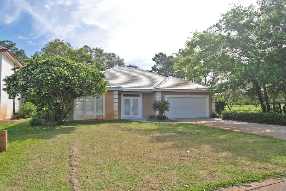 Photo of home for sale at 660 Emerald Bay, Destin FL