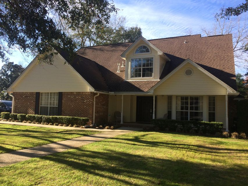 Photo of home for sale at 102 Arrowpoint, Valparaiso FL