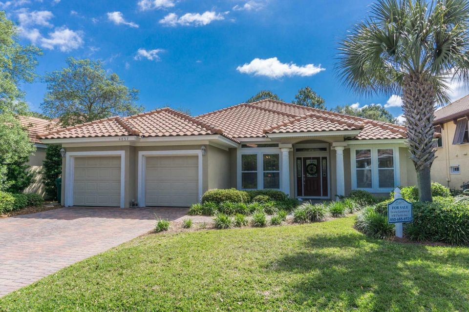 Photo of home for sale at 4637 Paradise Isles, Destin FL