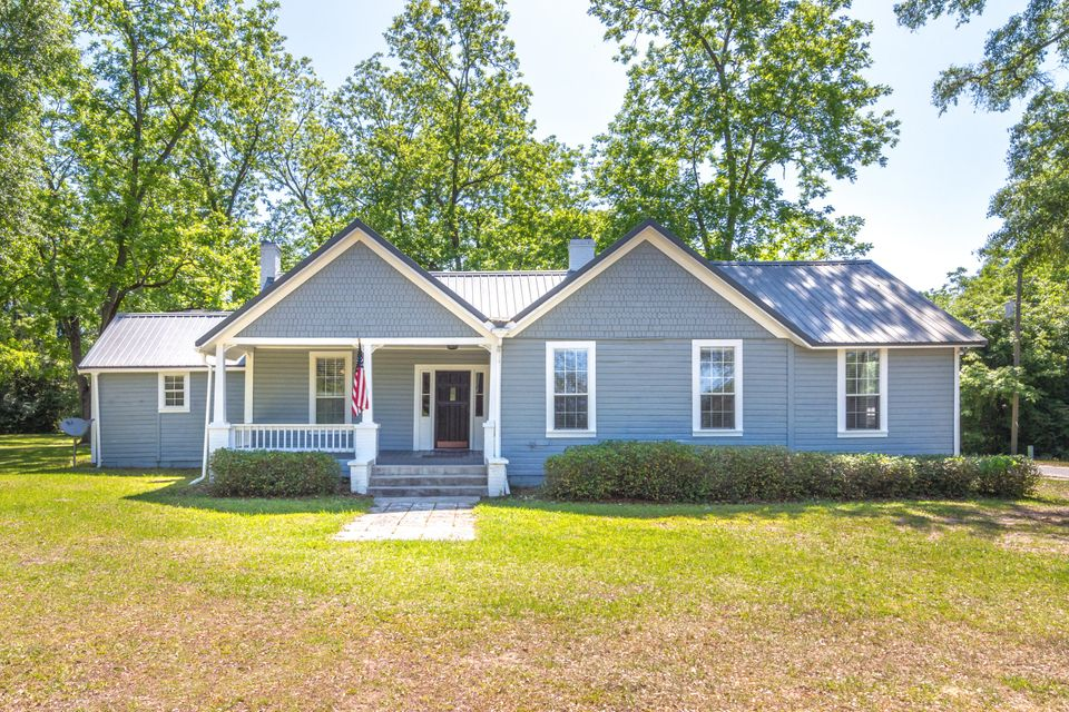 Photo of home for sale at 8127 5th, Laurel Hill FL