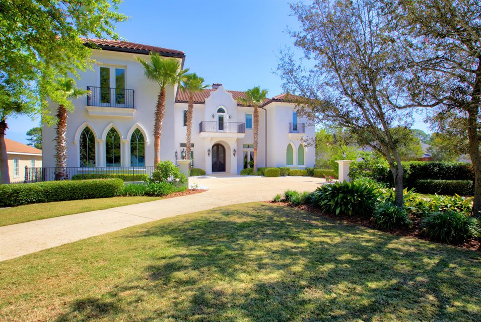 Photo of home for sale at 130 Country Club, Destin FL