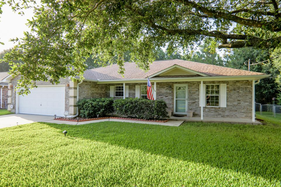Photo of home for sale at 2478 Houston, Gulf Breeze FL