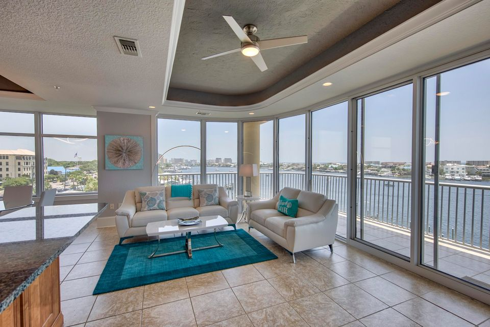 Photo of home for sale at 508 Harbor, Destin FL