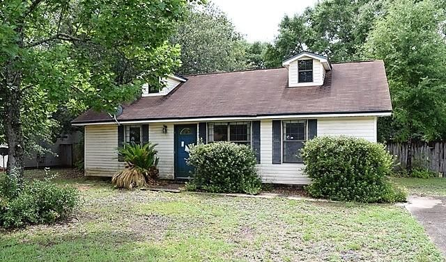 Photo of home for sale at 5930 Meadow, Crestview FL