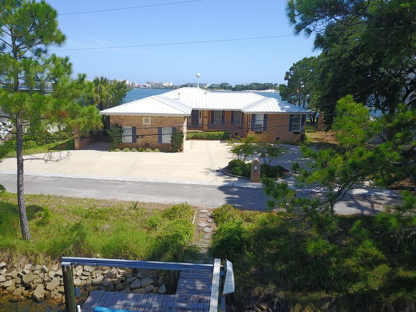 Photo of home for sale at 210 Gilmore, Fort Walton Beach FL