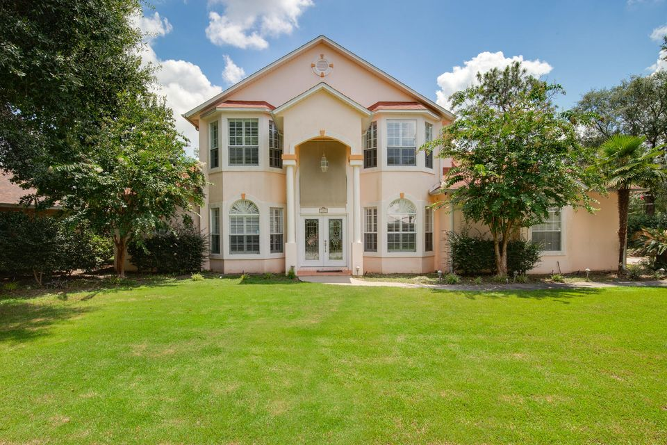 Photo of home for sale at 222 Skyline, Crestview FL
