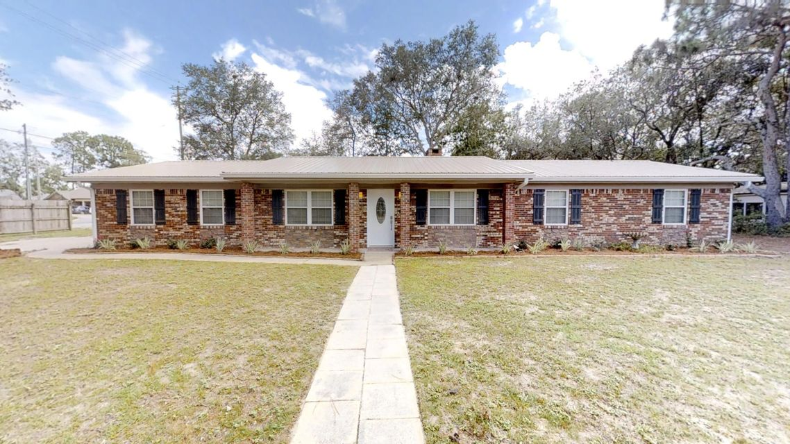Photo of home for sale at 903 Valparaiso, Niceville FL