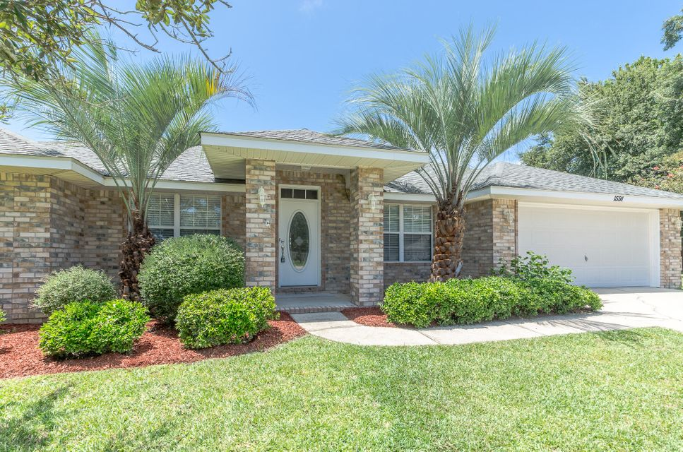 Photo of home for sale at 1591 Woodbluff, Gulf Breeze FL