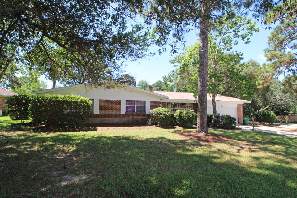 Photo of home for sale at 30 Poplar, Shalimar FL