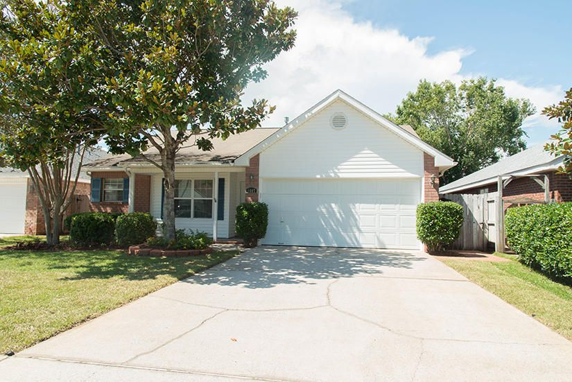 Photo of home for sale at 1607 Trent, Fort Walton Beach FL