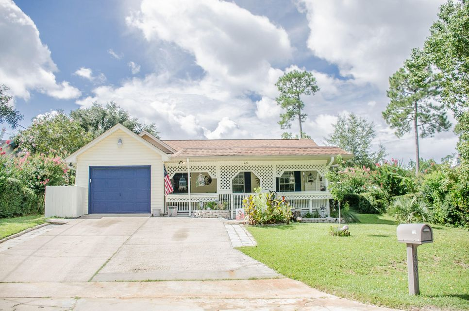 Photo of home for sale at 221 Southview, Crestview FL