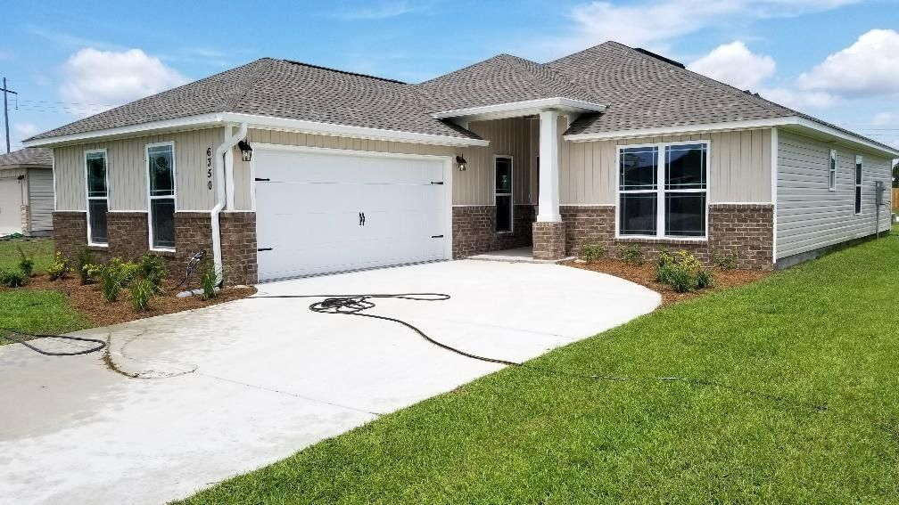 Photo of home for sale at 6350 Arbor, Gulf Breeze FL