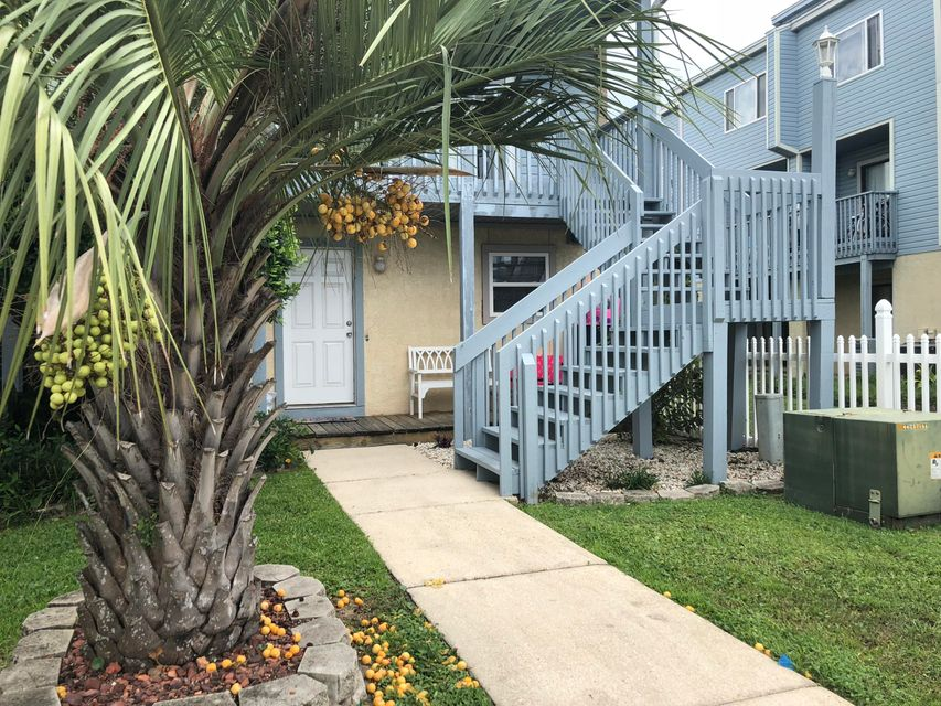 Photo of home for sale at 330 Bluefish, Fort Walton Beach FL