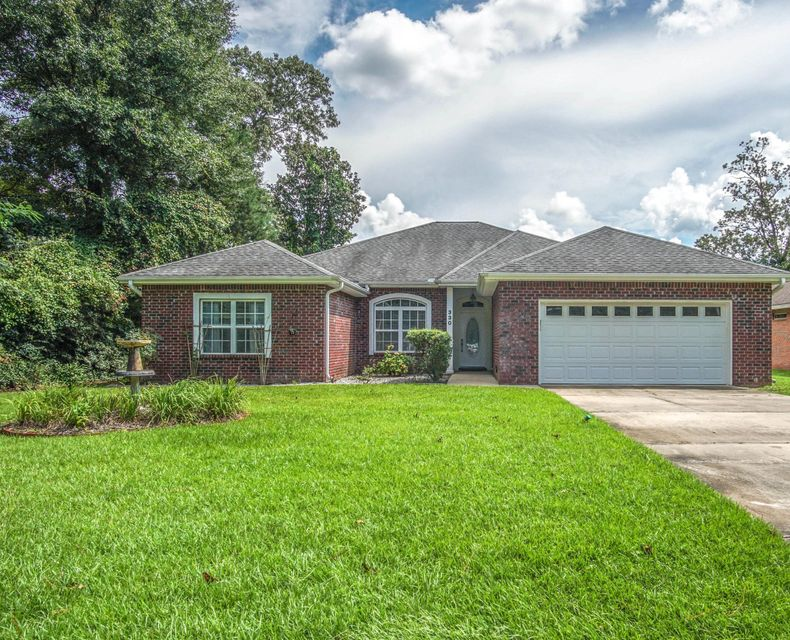 Photo of home for sale at 330 Adams, Crestview FL